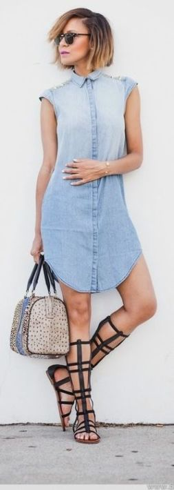 Cute and casual denim dress.
